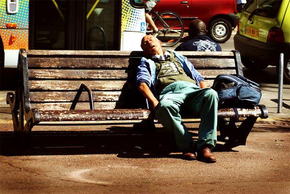 Le Désespoir assis sur un banc