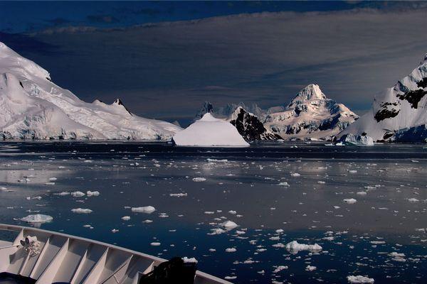 Le Diamant dans Paradise Bay, détroit de Gerlache, Antarctique.