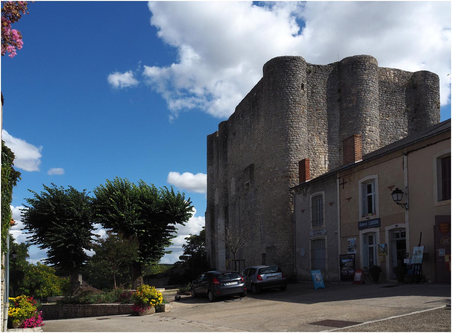 Le Donjon de Gouzon  --  Chauvigny