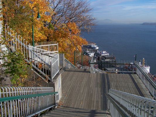 Le fleuve Saint-Laurent, vu des hauteurs de Québec et de la promenade des Gouverneurs