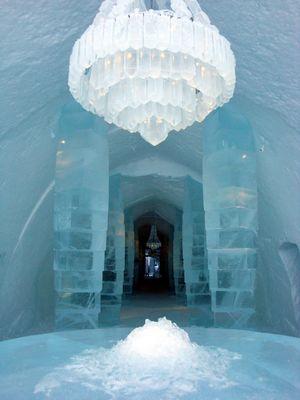Le hall d'entrée de l'Hôtel de Glace en 2009. Laponie, Suède.