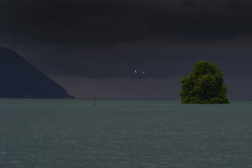 Le haut lac Léman un jour d'orage, vu du Bouveret