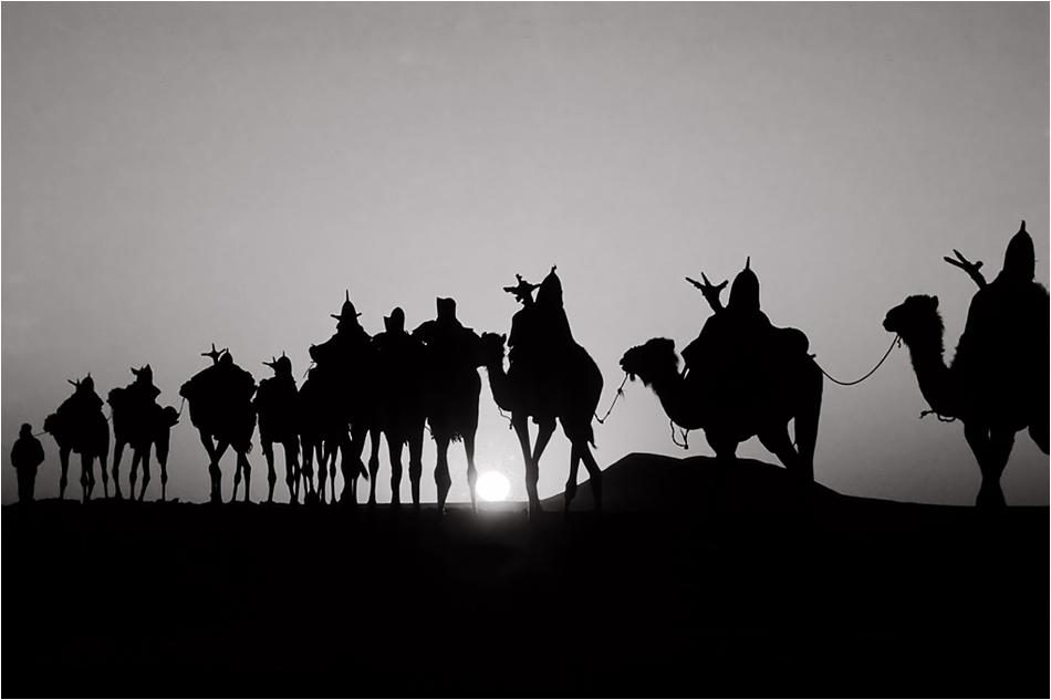 Le jour se lève - la caravane est déjà en route