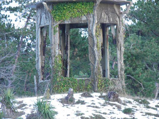 Le Kiosque de Jardin,délabré,début 19e Siécle...