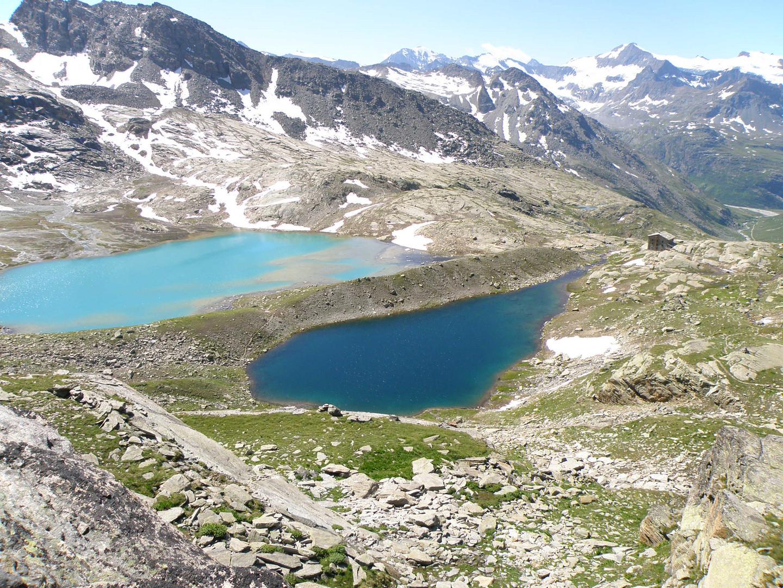 Le lac blanc et le lac noir à côté du refuge du Carrot.