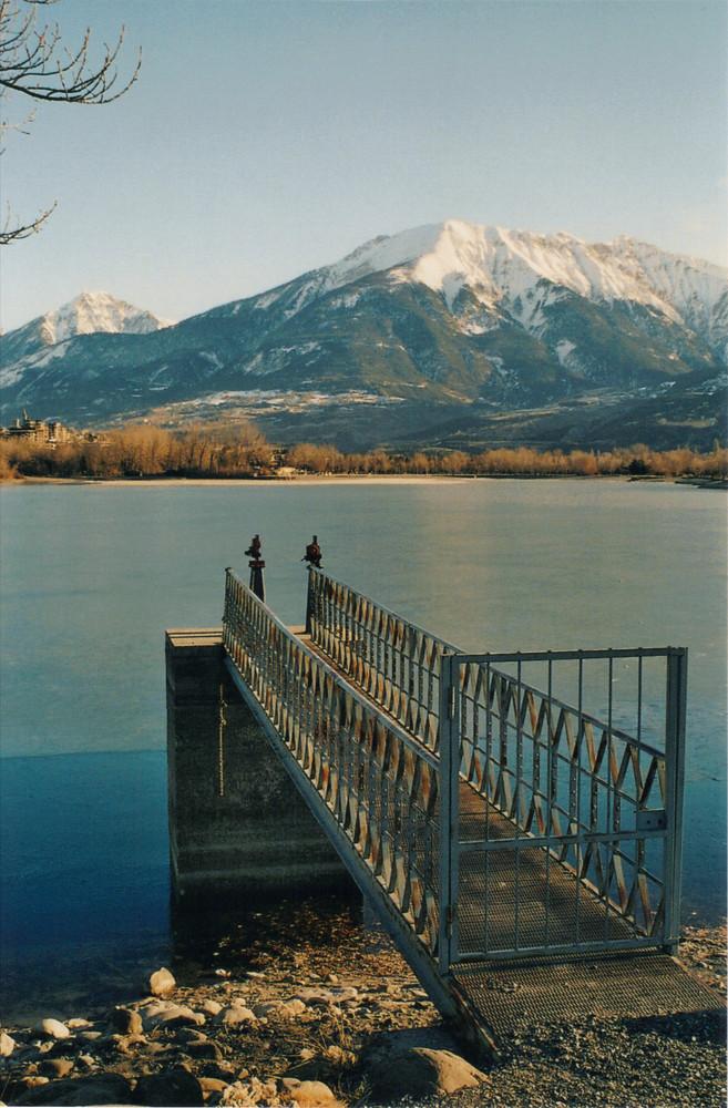 Le lac de Serre Ponçon dans le froid