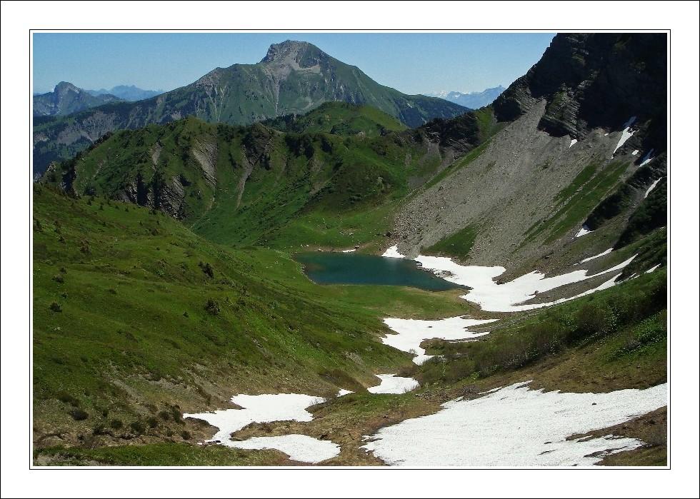 Le lac de Tavaneuse dans son Ecrin