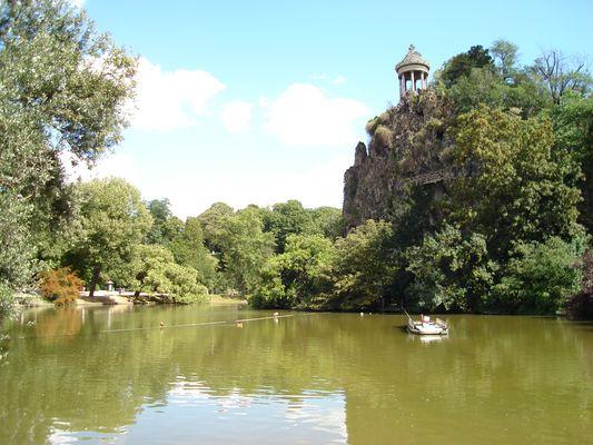 Le lac du Parc des Buttes Chaumont