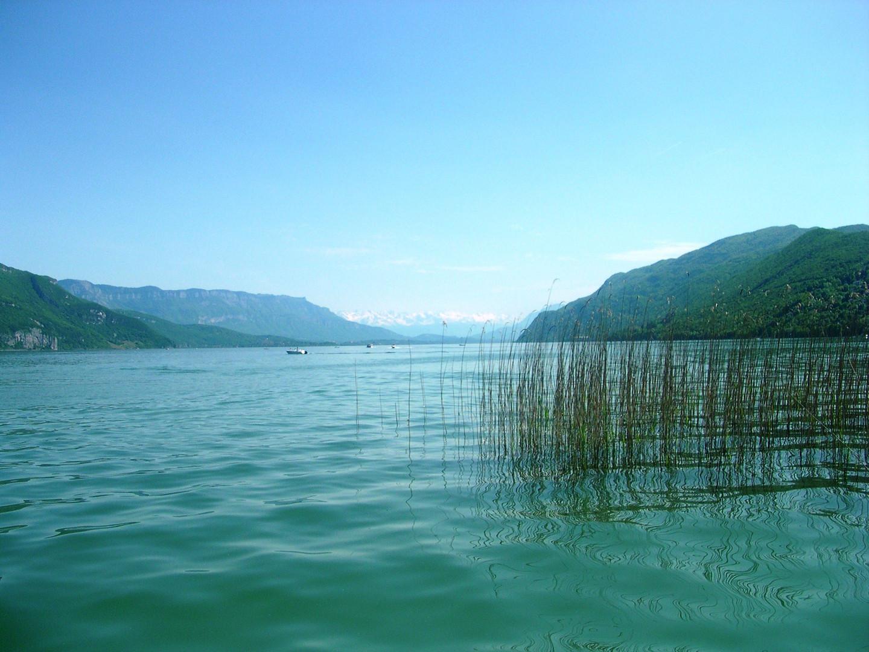 le lac en arrivant par le canal de saviere