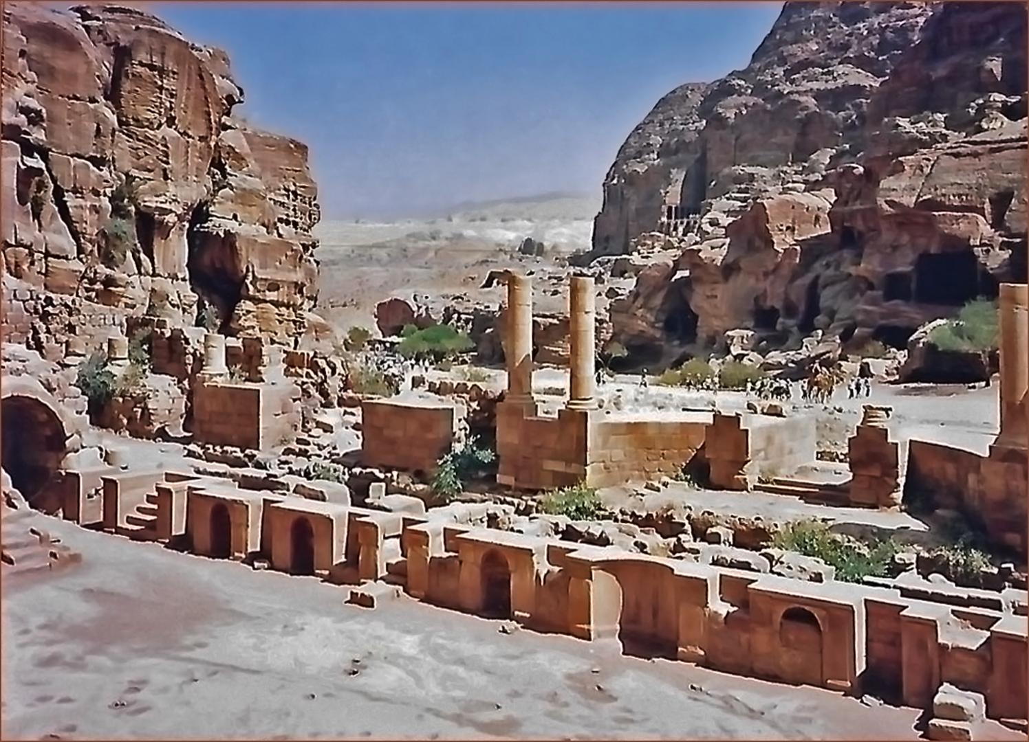 Le long de la voie principale de la ville basse de Petra