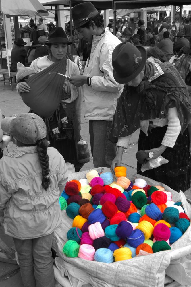 Le marché des couleurs en Equateur...