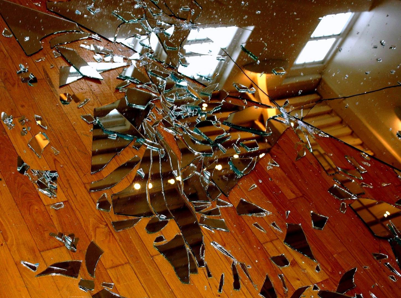 Le miroir brisé 2