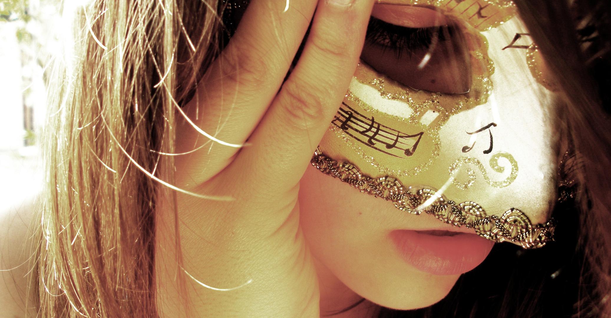 Le monde est un grand bal où chacun est masqué.
