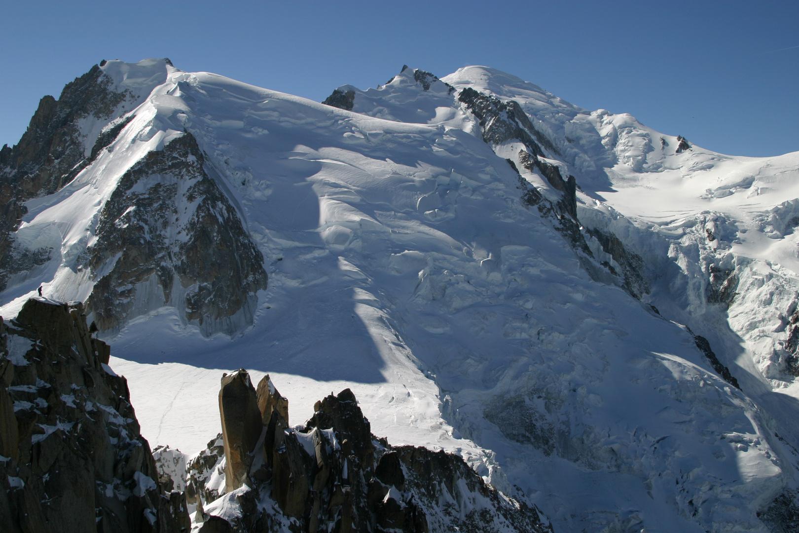 le mont blanc depuis la vallée blanche