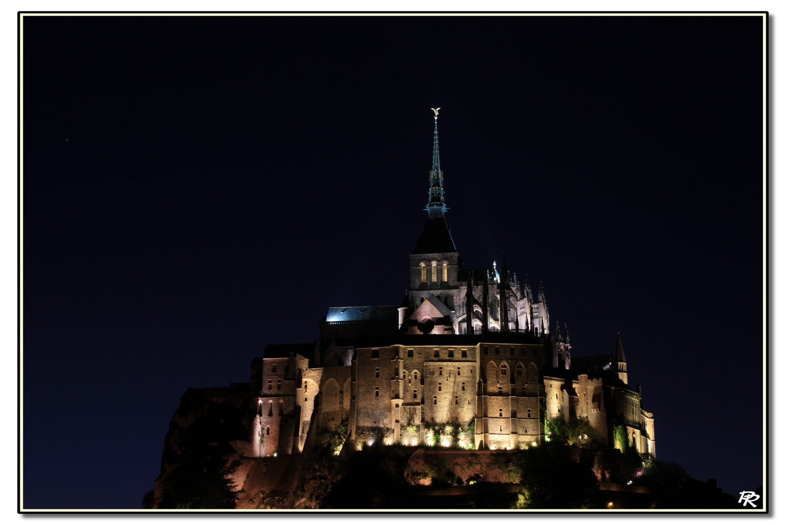 Le mont by night