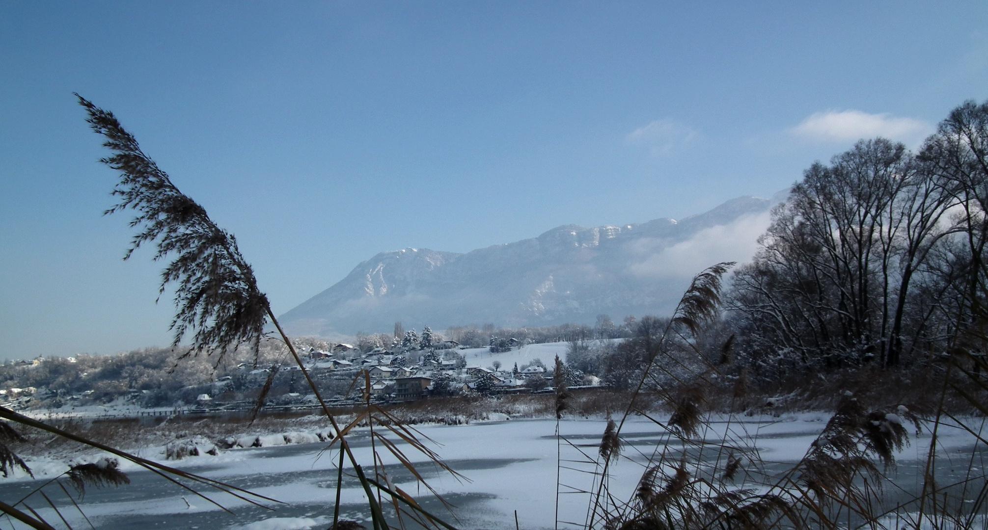 Le Mont Revard depuis le lac du Bourget