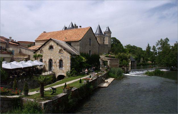Le Moulin de Verteuil (Charente) - Die Mühle von Verteuil (Charente)