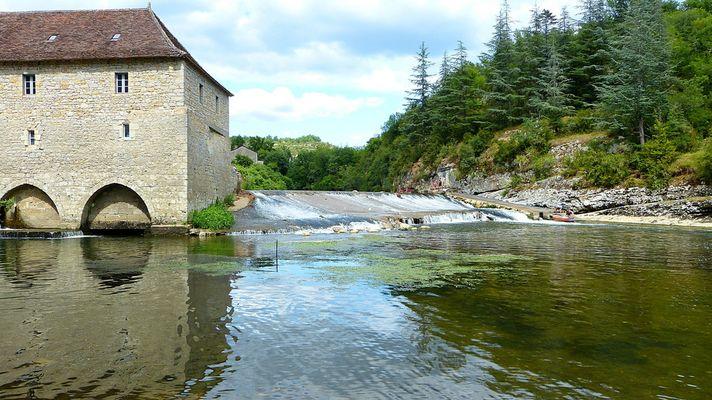 Le Moulin et le barrage de Cabreret sur le Célé (Lot)