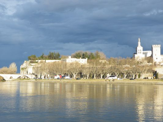 le Palais des Papes de l'autre côté du Rhône à Avignon