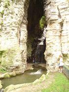 """Le Parc des Buttes Chaumont """" La grotte et sa cascade """""""
