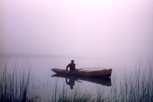 Le pêcheur dans le brouillard