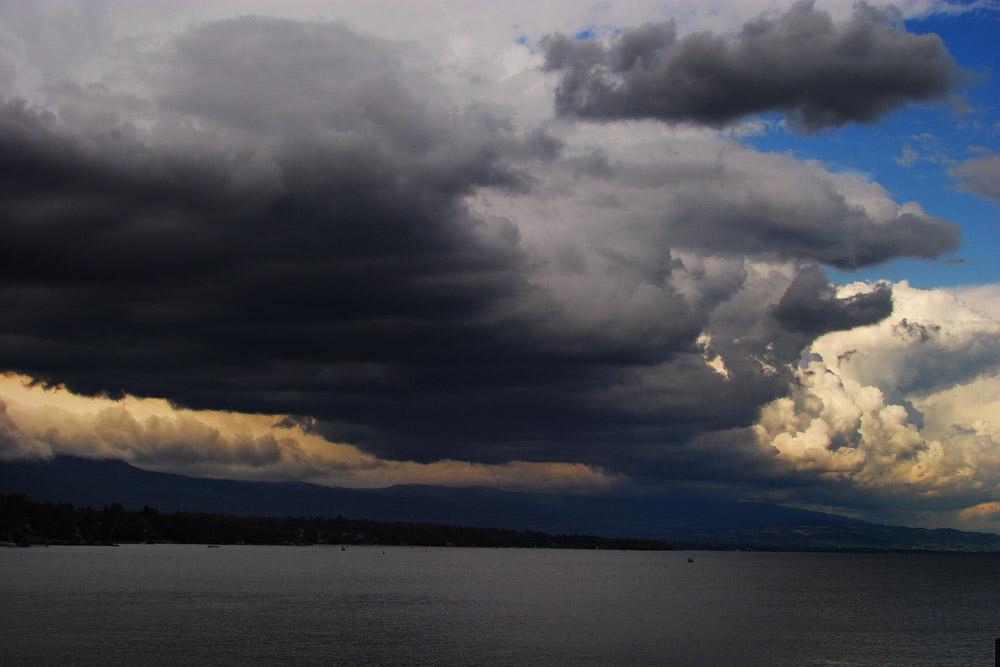 Le petit Lac Léman un jour d'orage, vu depuis les quais de Genève