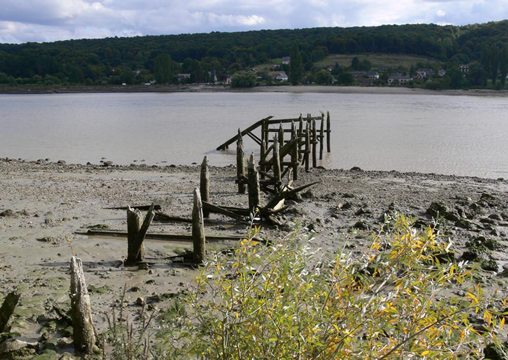 Le petit pont de bois, (bord de Seine) VILLEQUIER / Ht NORMANDIE