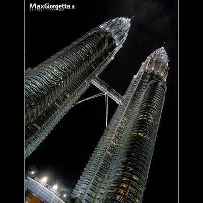 Le Petronas in the night