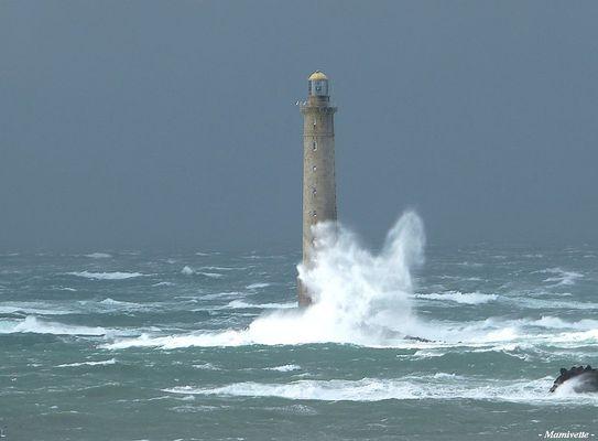 Le phare de Goury sous la tempête