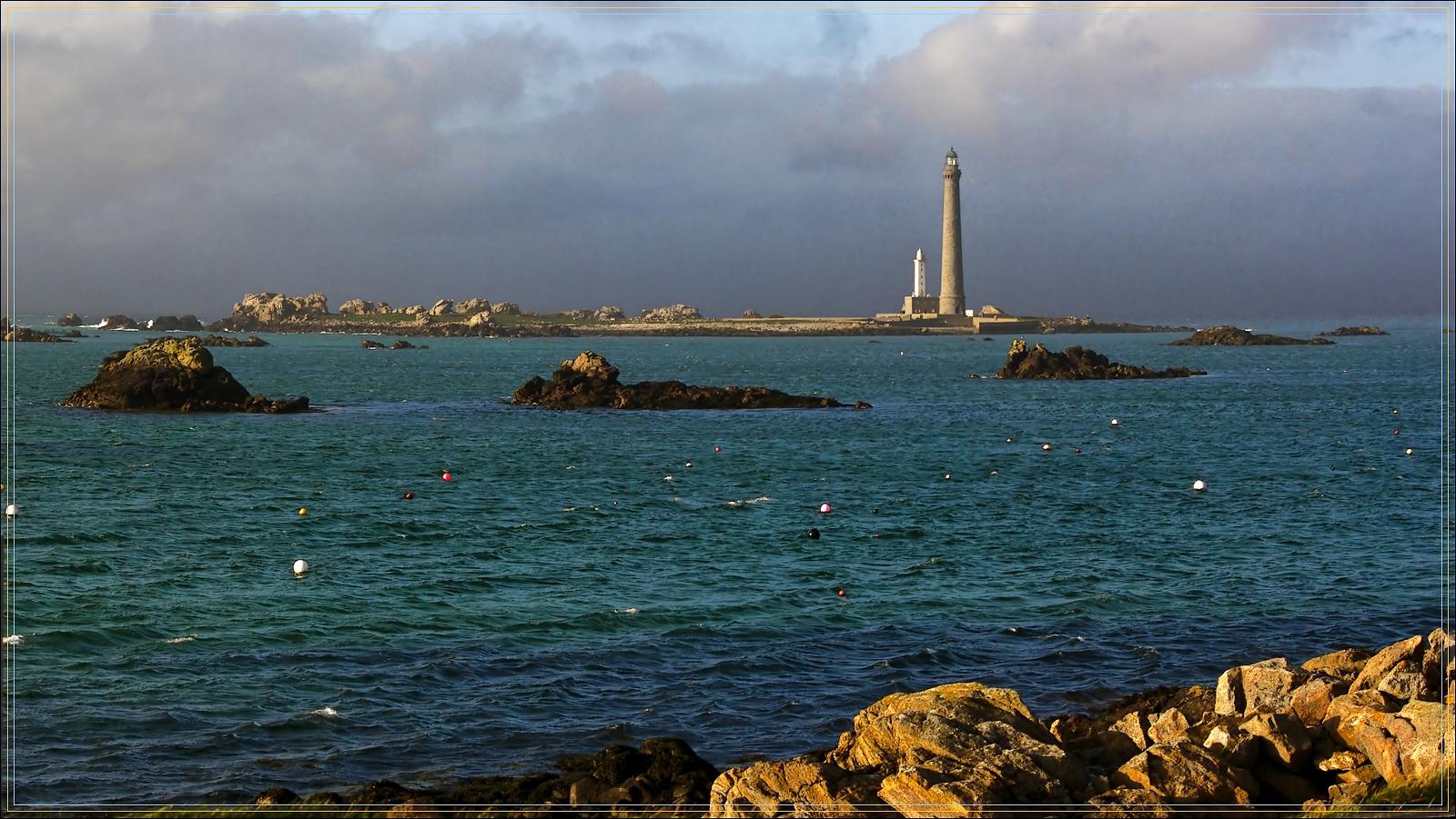 Le phare de l'île vierge.