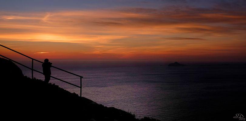 Le photographe et le coucher du soleil .