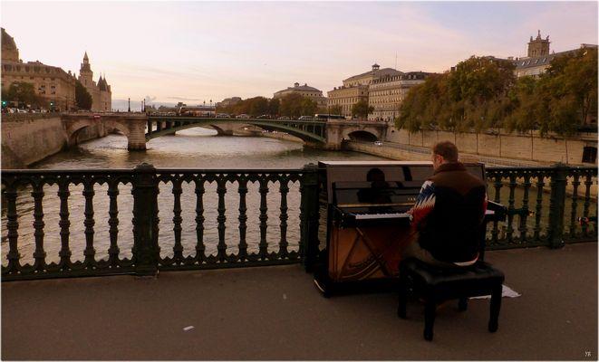Le pianiste du pont d'Arcole...