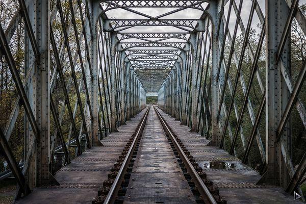 le pont de la voie ferrée