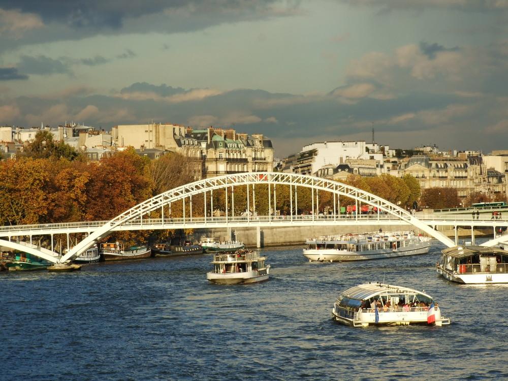 Le pont D'Iéna et ses bateaux mouches
