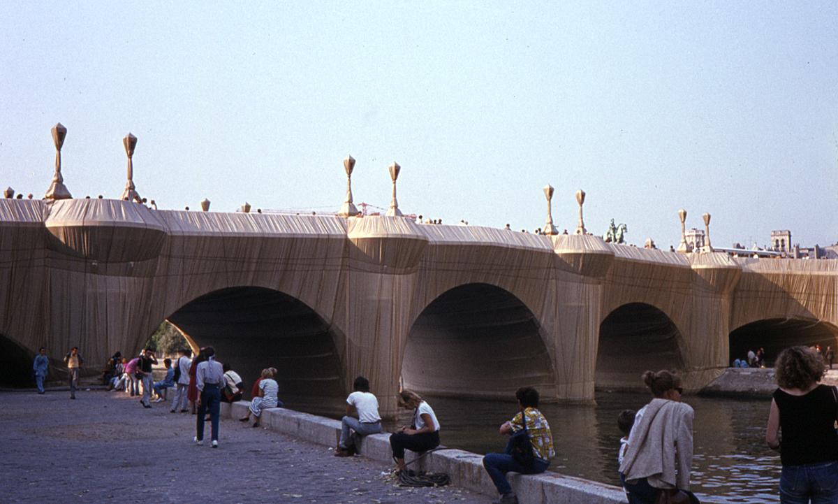 Le Pont Neuf Paris-France 2 empaqueté par Christo & Jeanne-Claude année 1985 ©