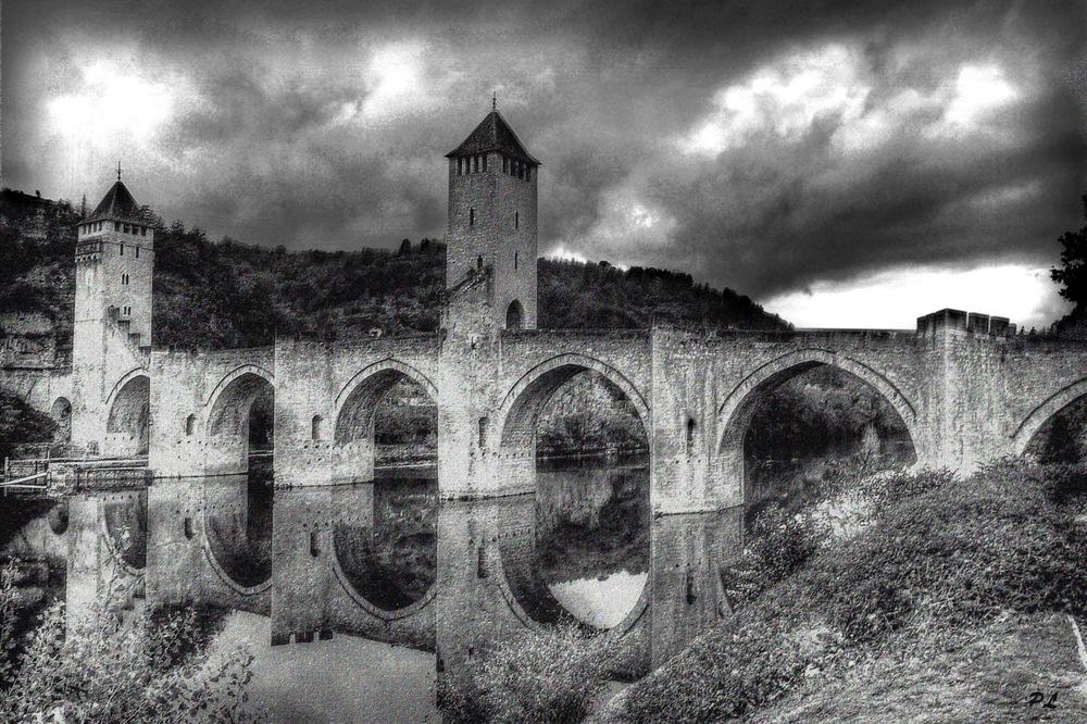 Le pont valentr en noir et blanc photo et image for Architecture noir et blanc