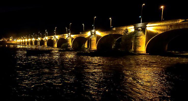 Le Pont Wilson - dit le pont de pierre- La nuit à TOURS