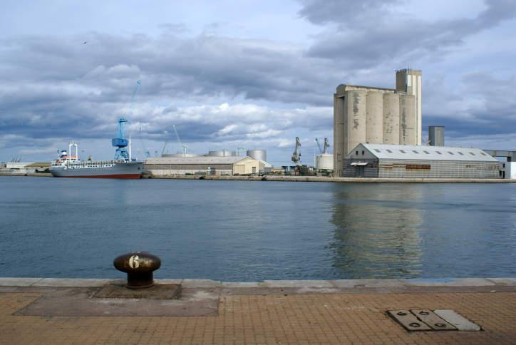 Le port de commerce de Sète, l'industrieuse
