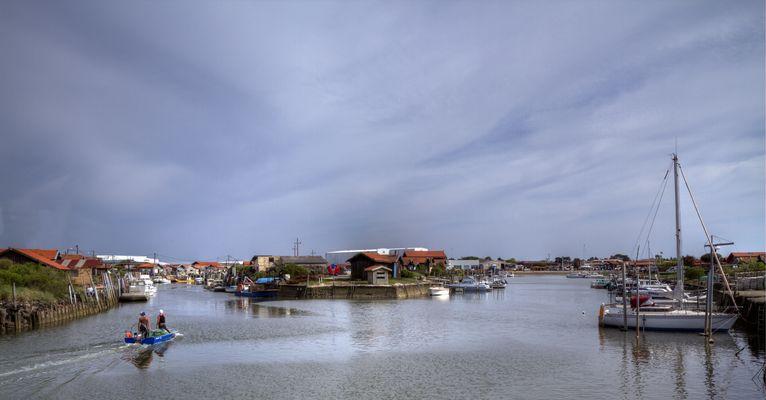 Le port de Larros .