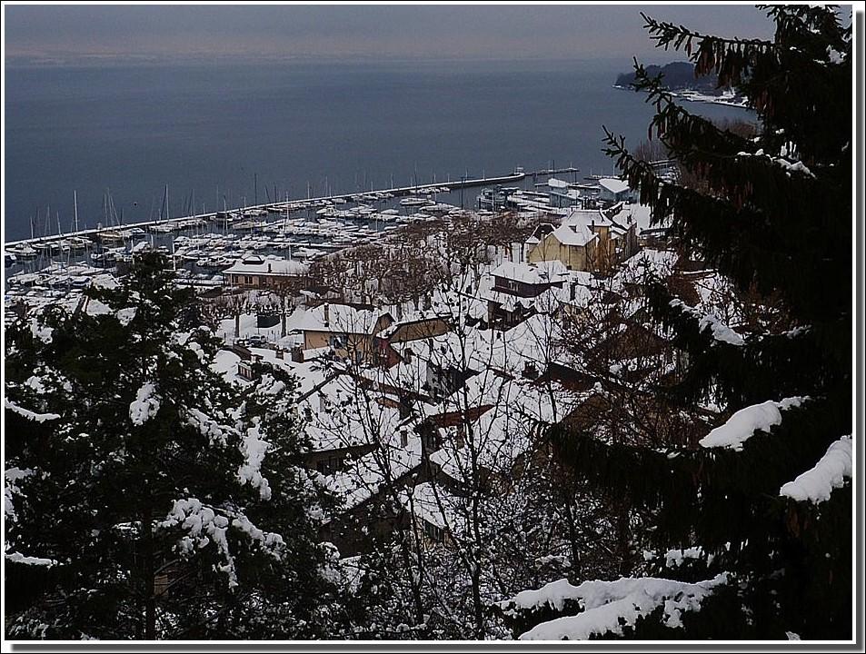le port de Thonon les bains ,sous la neige