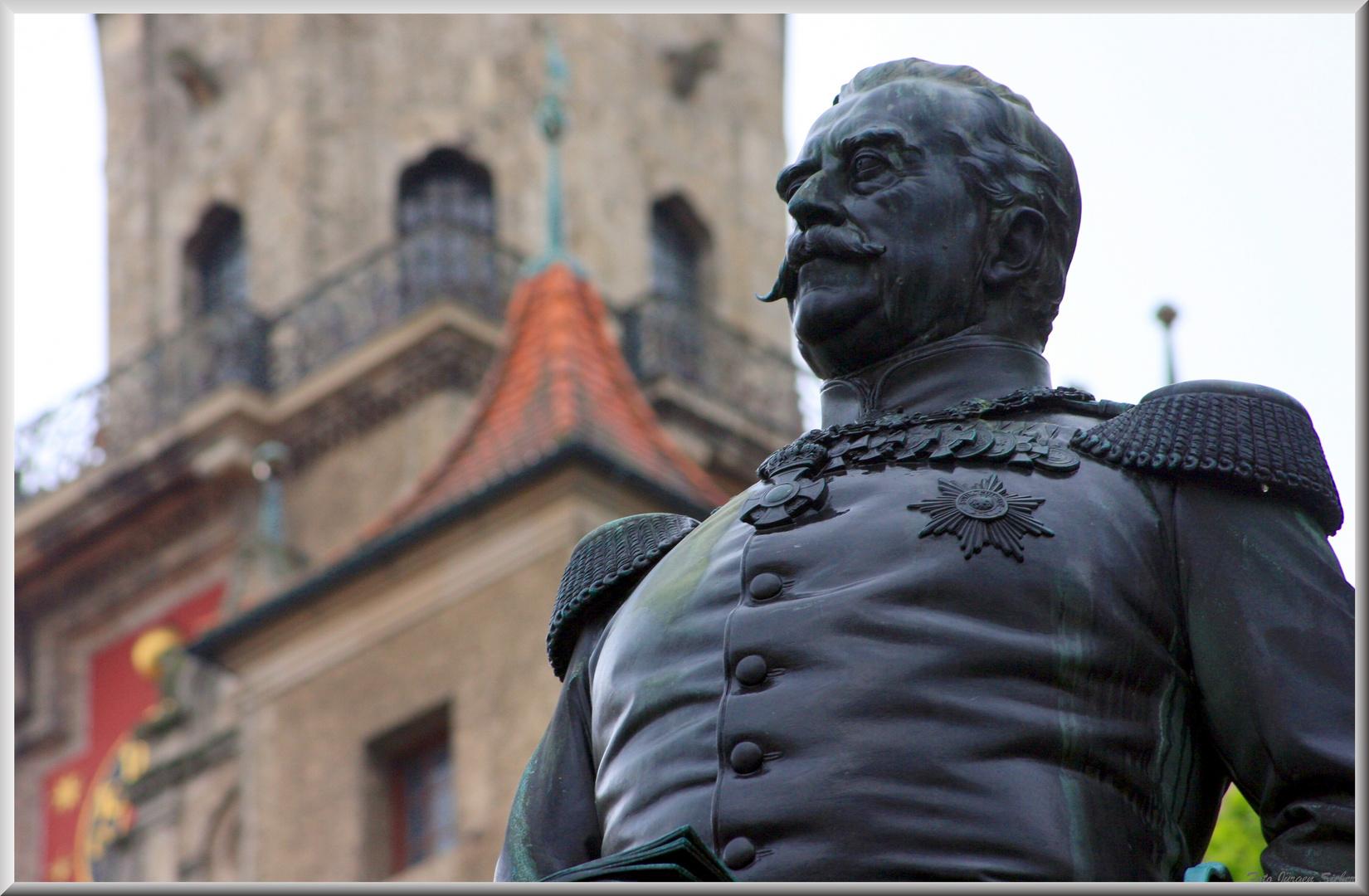 Le Prince de Sigmaringen devant son château