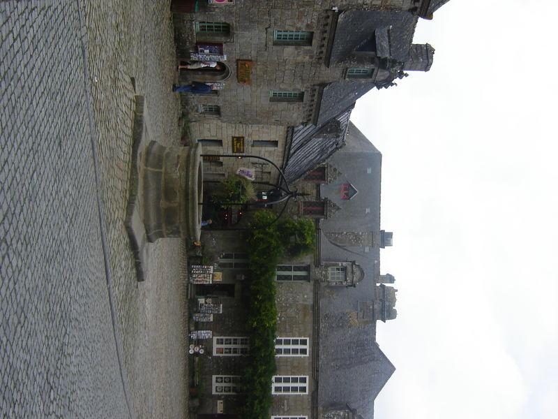 le puits de Locronan