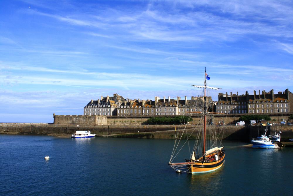 Le Renard devant la ville close de St Malo