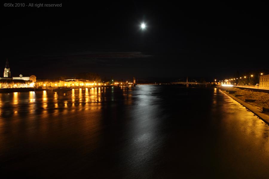 ...Le Rhône au clair de lune... (Tournon S/Rhône - Ardèche)