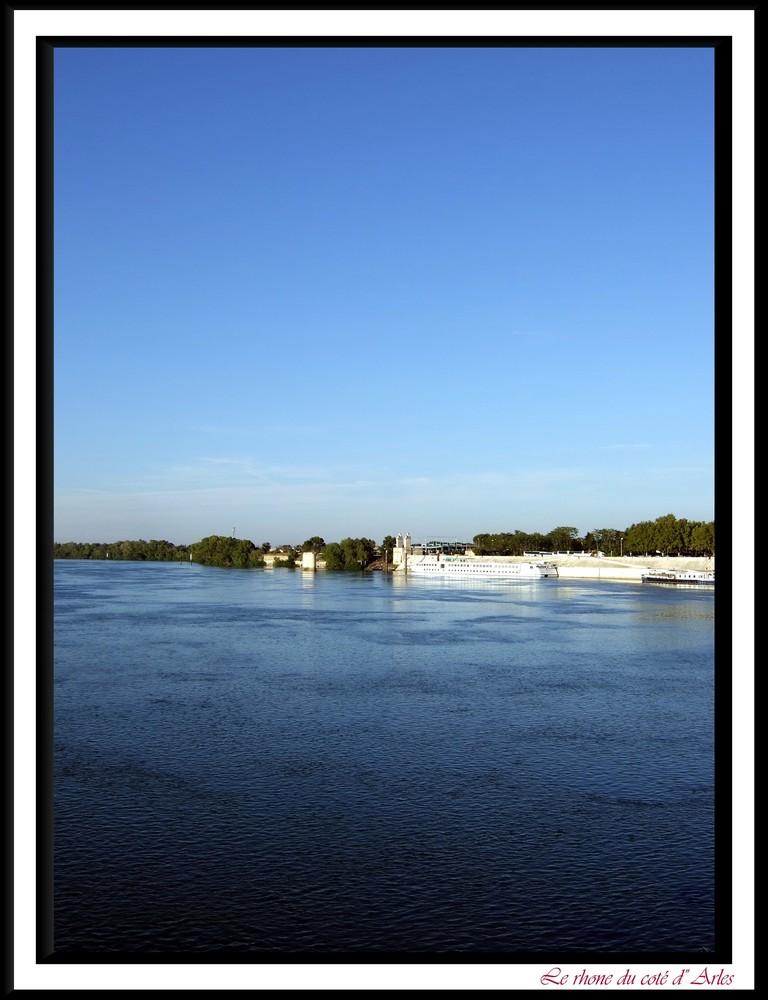 Le Rhone du coté d' Arles