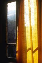 Le rideau jaune