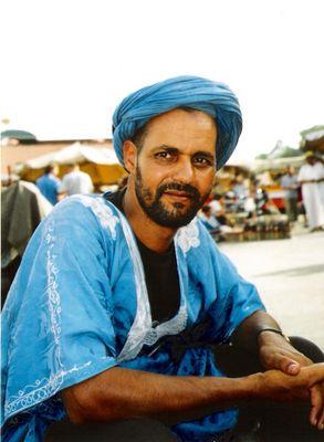 le saharien sur un marchè du Maroc