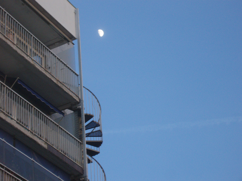 Le soir où la lune a monté les escaliers pour se donner au ciel