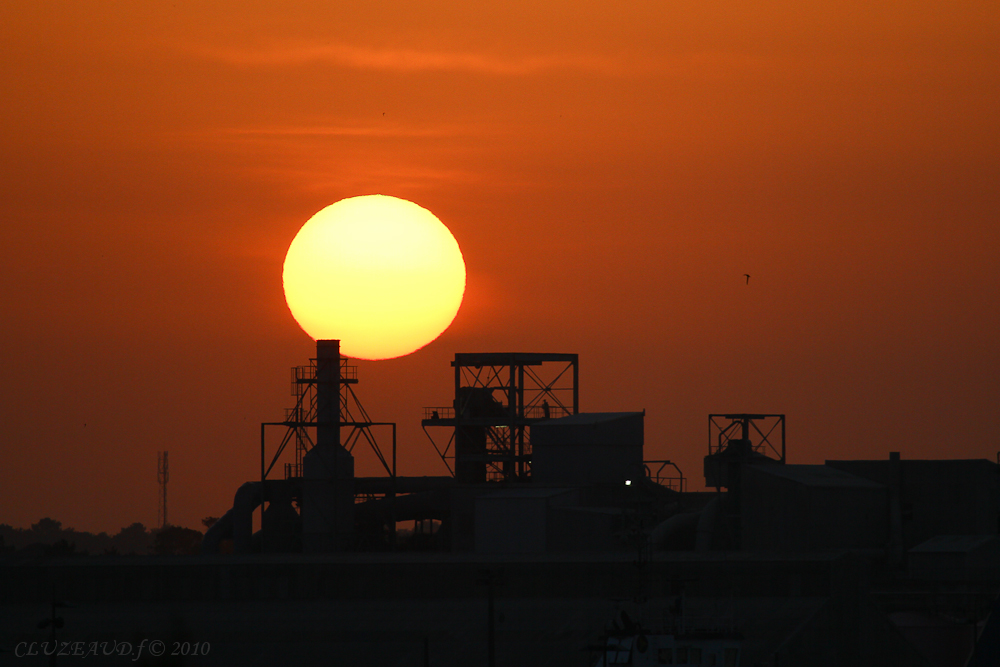 le soleil ce lève sur le port