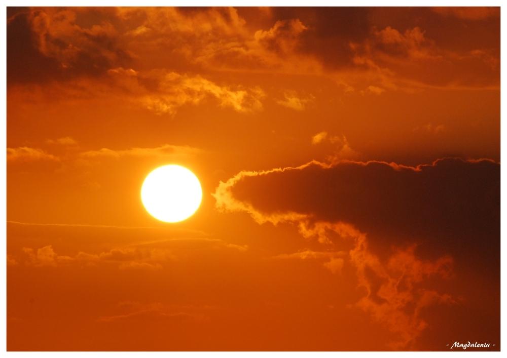 Le soleil montré du doigt